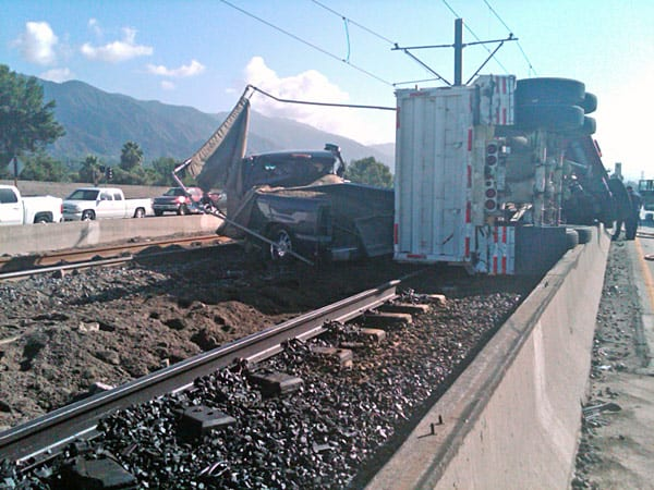 No trains were involved in the accident however rail service is interrupted between Sierra Madre Station and Allen Station. All trains are being turned back at the Memorial Station. Metro has established a bus bridge to shuttle passengers between the Sierra Madre Station and Allen Station. Photo: Metro/Luis Inzunza.