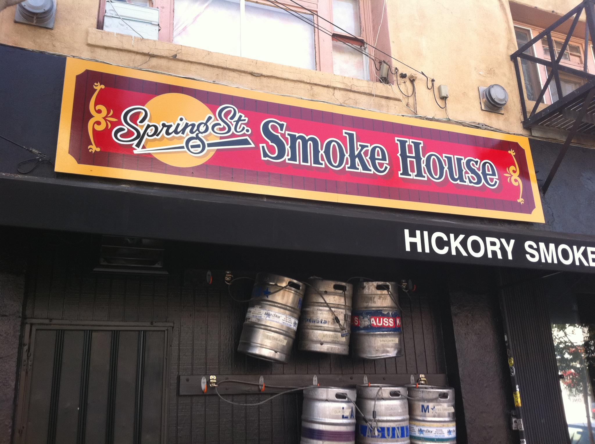 Spring Street Smoke House is steps away from the Red, Purple and Gold Lines at Union Station. But is it any good?