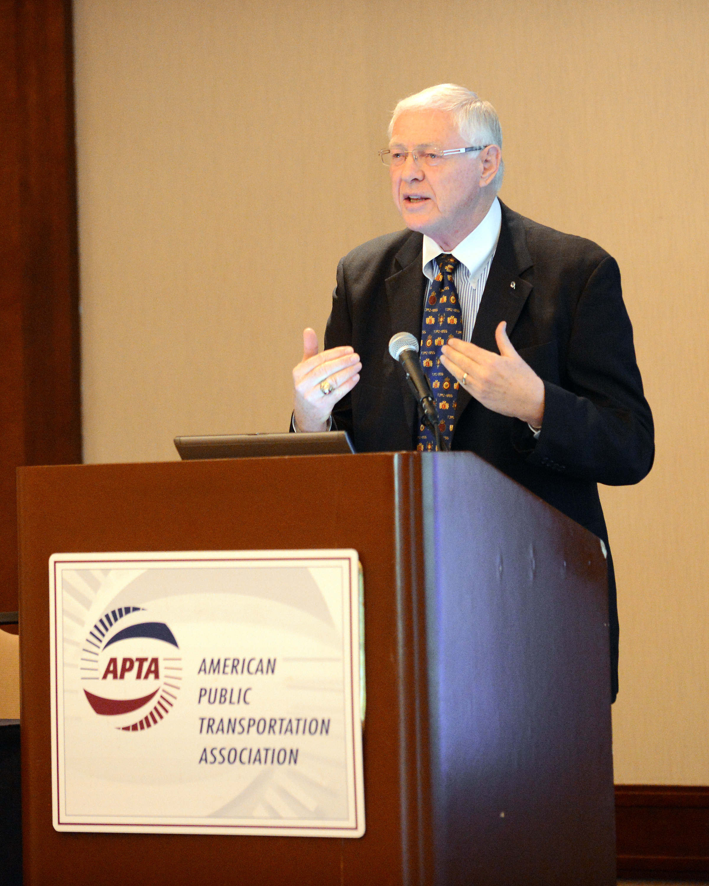 Sup. Michael D. Antonovich speaking at national APTA workshop this week in Los Angeles.