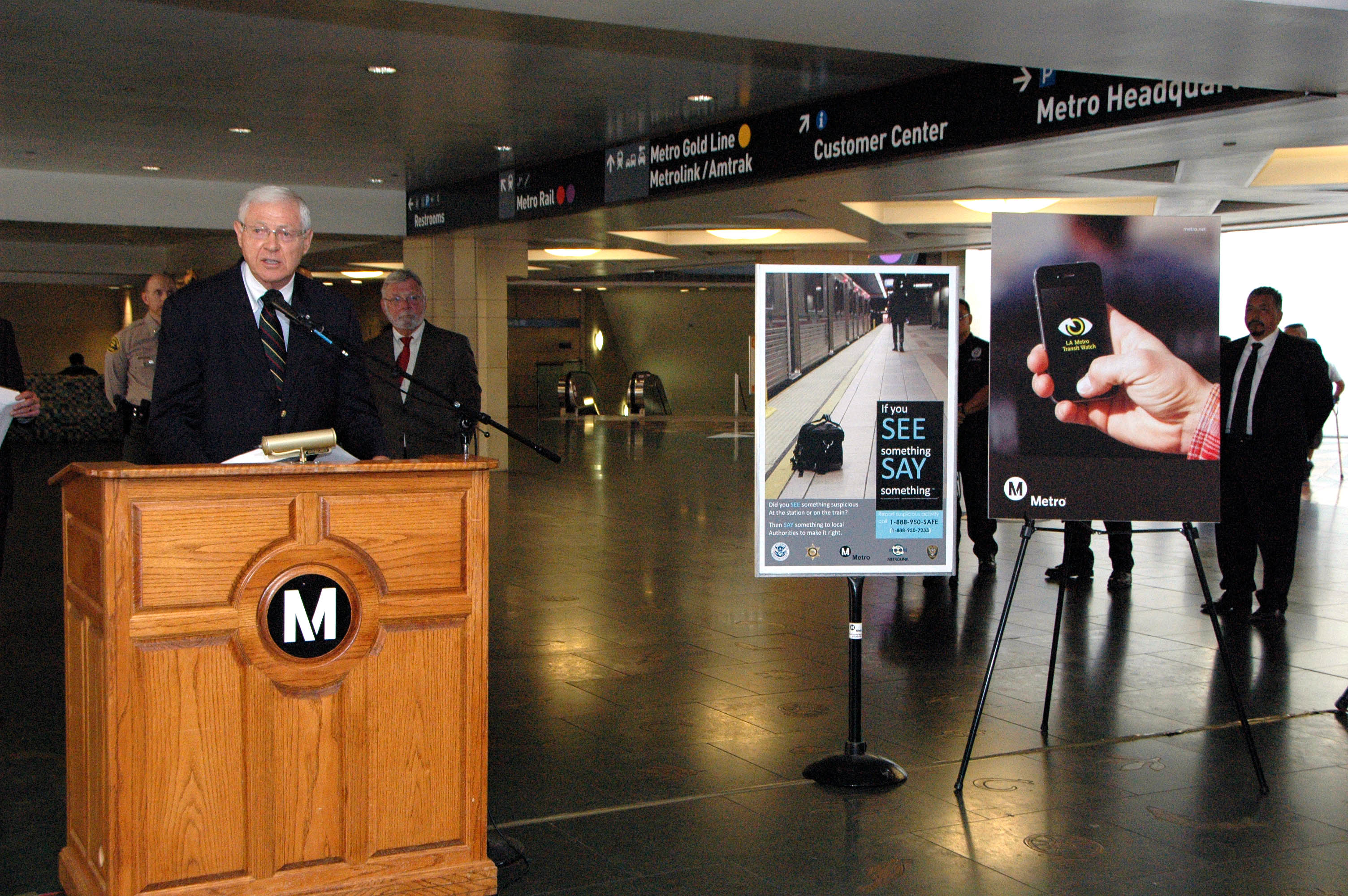 Metro Board of Directors Chairman Michael D. Antonovich introduces the new app. Photo by Luis Inzunza/Metro.