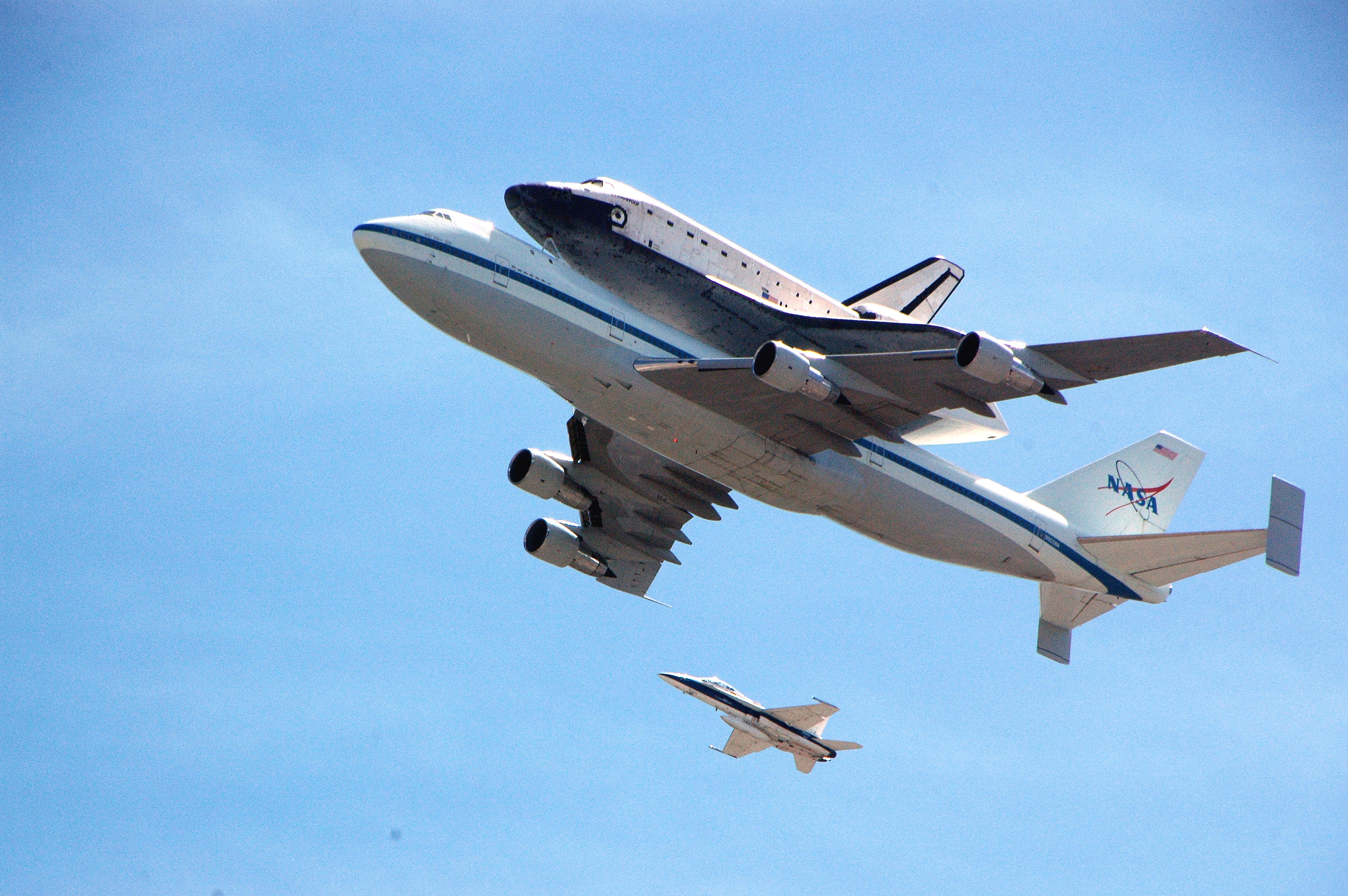 Space shuttle Endeavour on its last mission to the CSC. Photo: Luis Inzunza/Metro