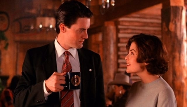Audrey and Agent Cooper put their heads together in Twin Peaks.