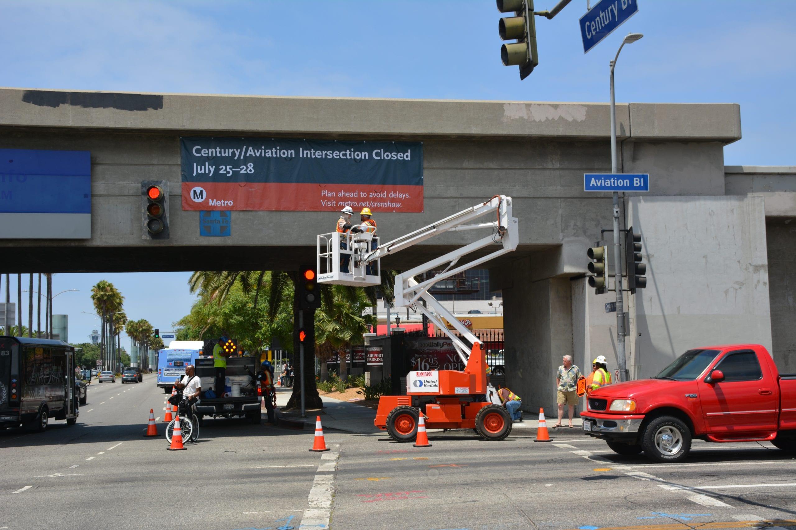Work crews hanging new banner on Century Boulevard Bridge informing those in the area of the upcoming Century Crunch closure. Photo: Jose Ubaldo/Metro
