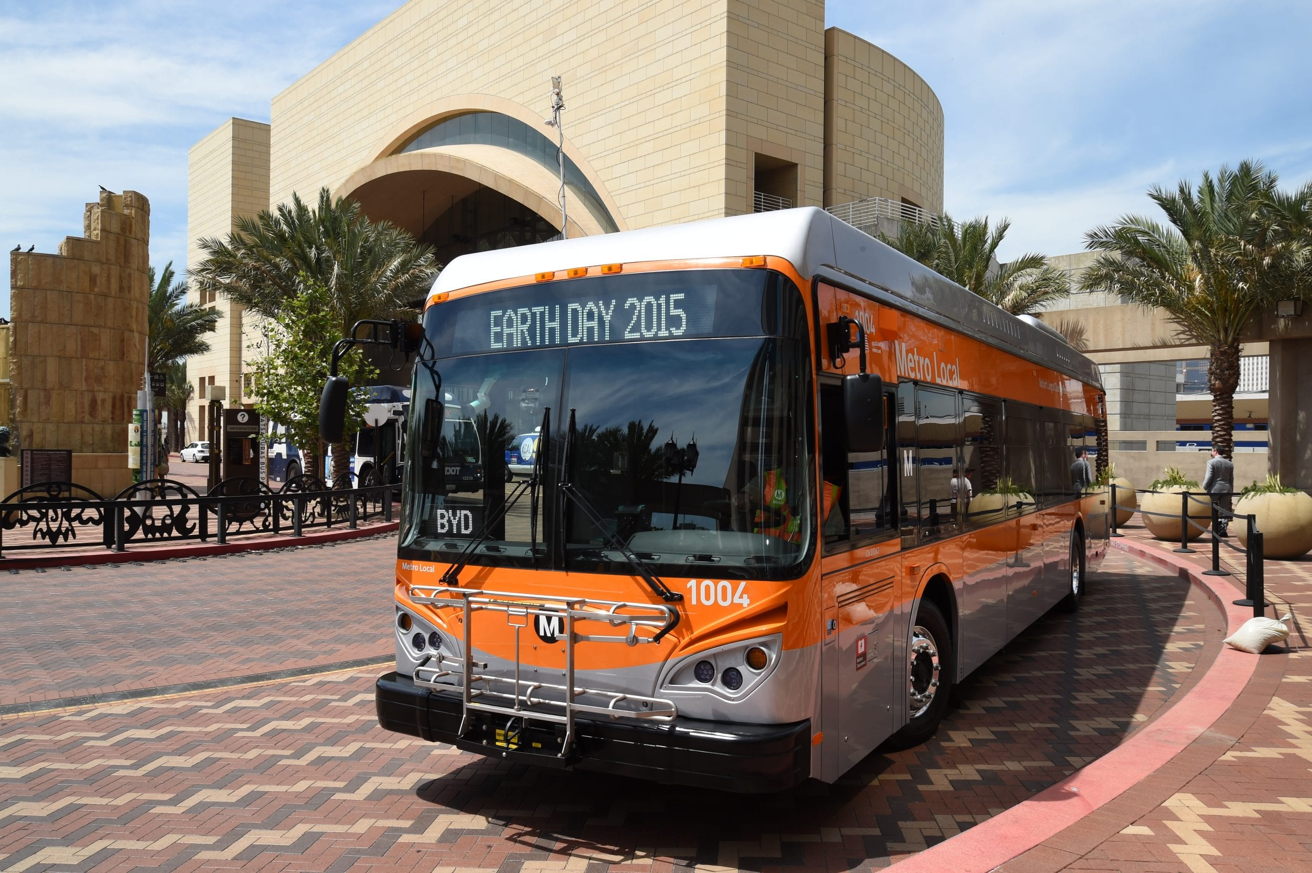 One of the five new electric buses made by BYD for Metro. Photo by Luis Inzunza/Metro.