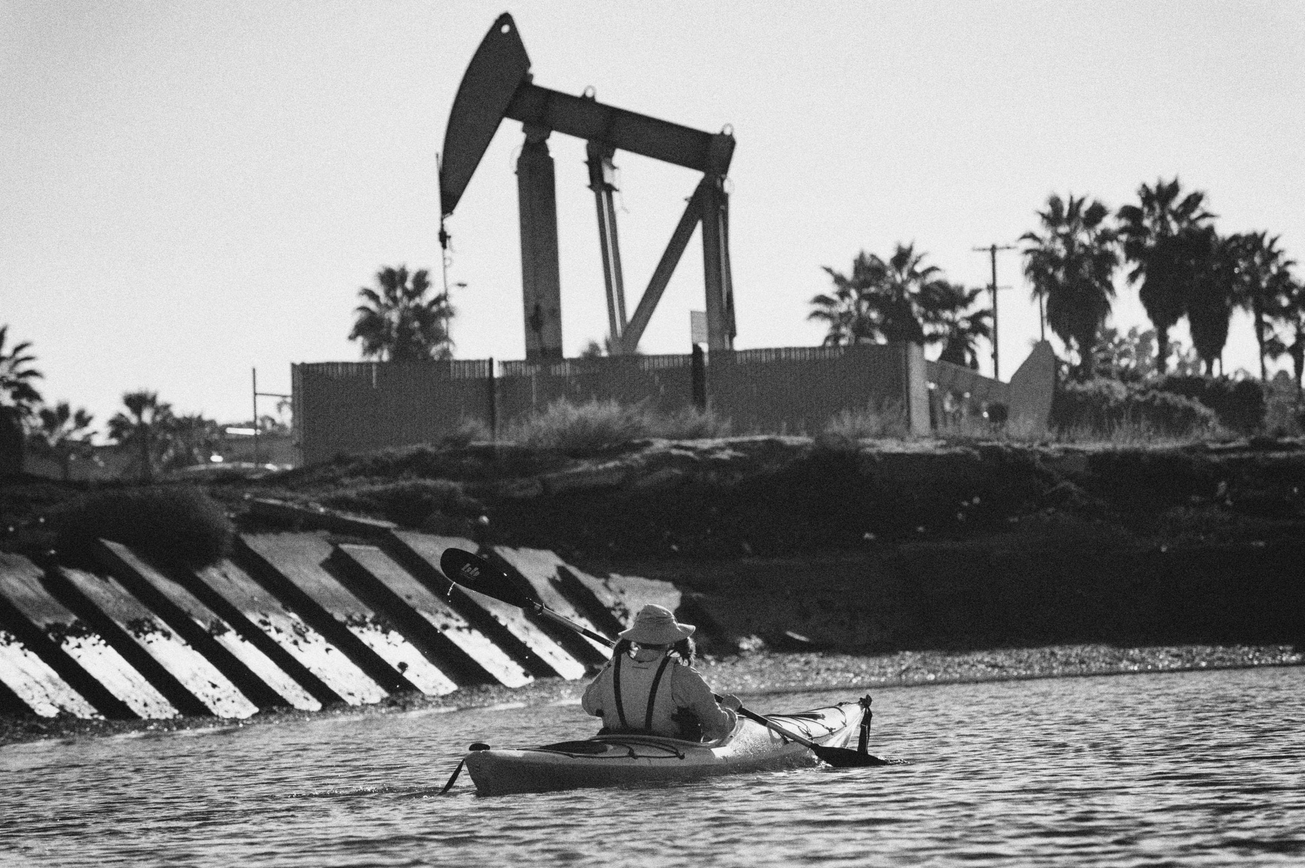 An active rig adjacent to Alamitos Bay in Long Beach. Photo: Steve Hymon.