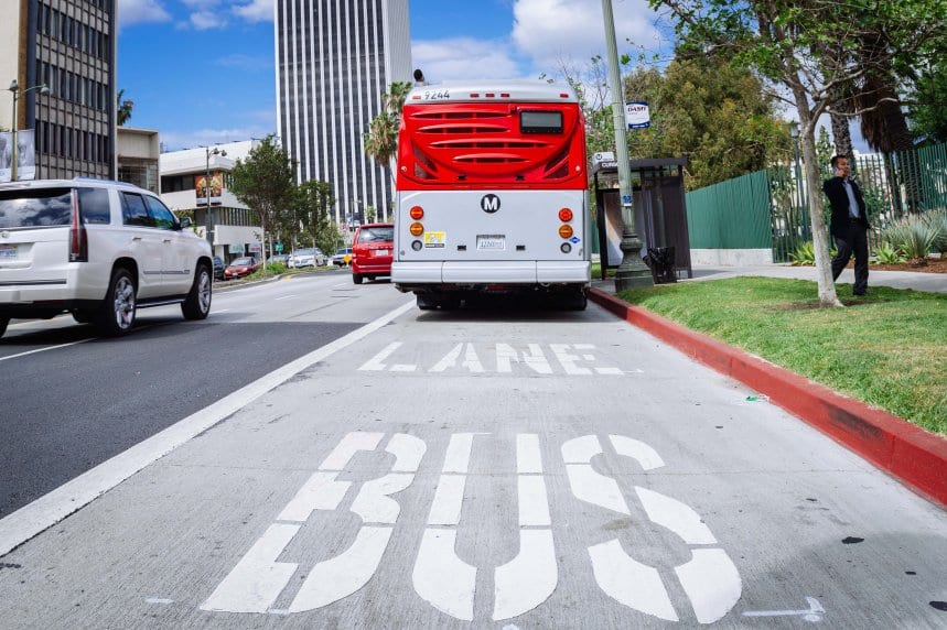The new peak hour bus lane on Wilshire Boulevard. Photo: Metro.