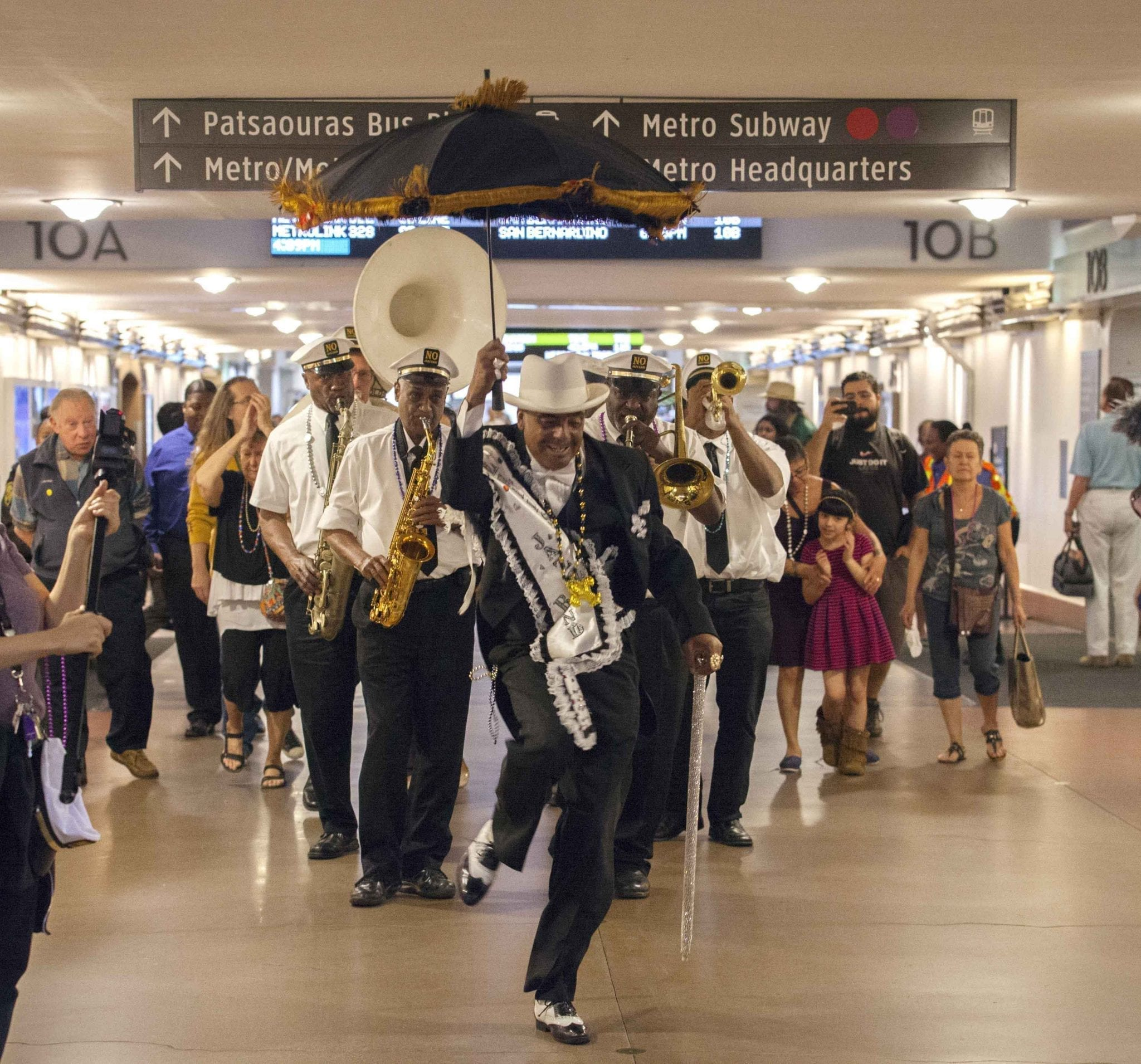 nola_trad_jazz_band_formation_crop